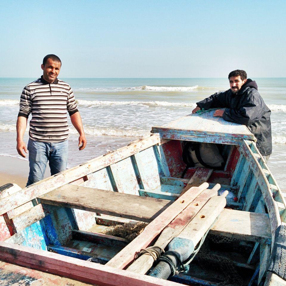 Pêcheurs sur la plage de Gammarth