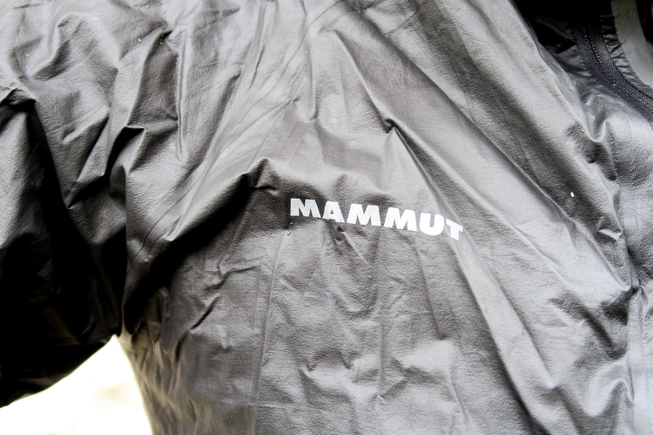 authentisch professionelles Design moderner Stil La Mammut Rainspeed UltraLight